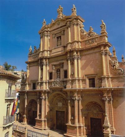 Fachada principal de la Ex-colegiata de San Patricio
