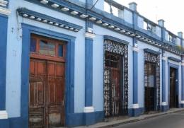 Fachada principal Río 25 (en tonos azules)