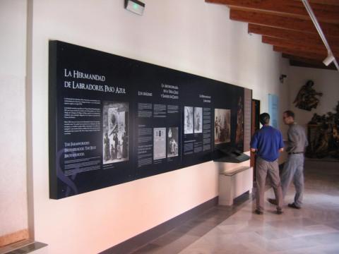Paneles sección dedicada a la historia